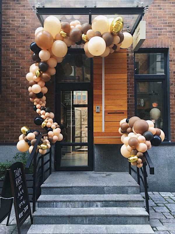 Разнокалиберная арка из шаров дизайнерская