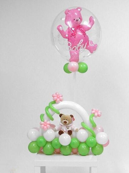 Розовый медвежонок на клумбочке