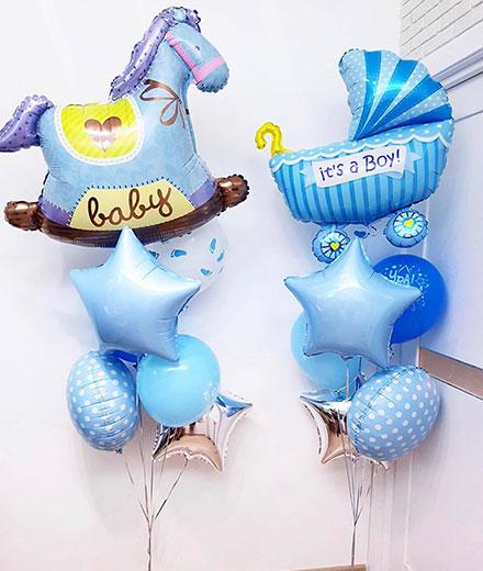 Композиція з повітряних кульок на виписку з пологового будинку для Хлопчика «Конячка і Колясочка»