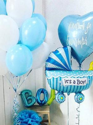 Композиция из шаров на выписку из роддома для мальчика «С буквами»