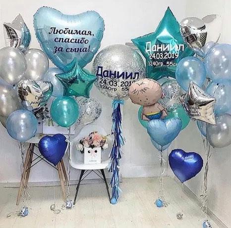 Композиція з повітряних кульок на виписку з пологового будинку для Хлопчика з метрикою «Улюблена спасибі за Сина»