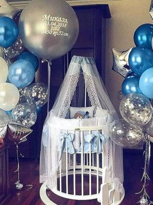 Украшение комнаты на выписку из роддома мальчика «Метрика для малыша»