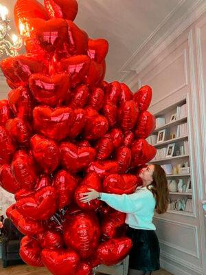 Огромное облако красных сердец